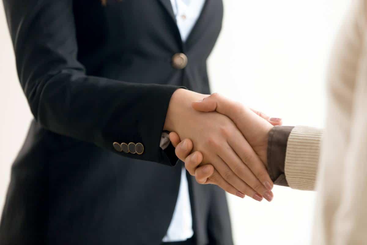Odkryj się. Nowatorski model sprzedaży, którypozwoli ci zdobyć zaufanie ilojalność Klientów. Patrick Lencioni